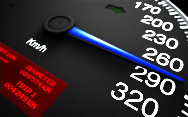 À quelle voiture de série correspond la vitesse de pointe de 451 km/h ?