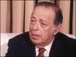 Ce journaliste, engagé par Lazareff comme grand reporter à Paris-Soir, est devenu en 1947 le rédacteur en chef de l'hebdomadaire Paris Match et, en 1948, celui du quotidien Paris-Presse. Il dirige ensuite l'empire de presse de Jean Prouvost, à savoir Télé 7 jours, Le Figaro, Paris Match, France-Soir. C'est ...