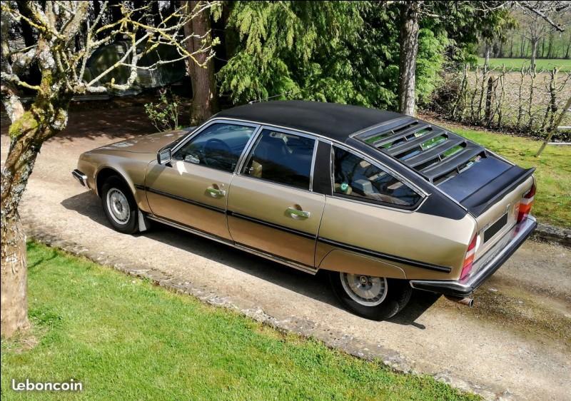 Quel changement n'a pas eu lieu en 1985 sur la gamme CX ?