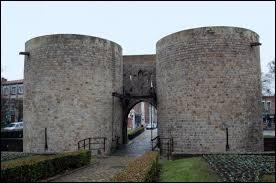 Dans quelle ville peut-on voir la porte d'Arras ?