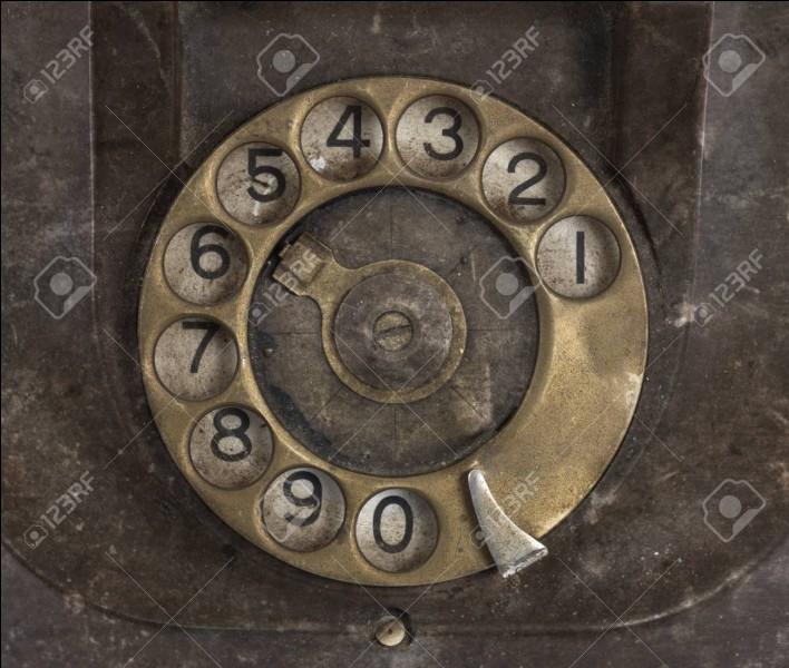 En parlant de téléphone, on compose les numéros avec des chiffres. Comment dit-on chiffre ?