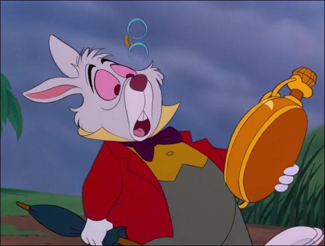 Obnubilé par son prétendu retard, le Lapin blanc prend Alice pour Marianne. Mais qui est donc Marianne ?