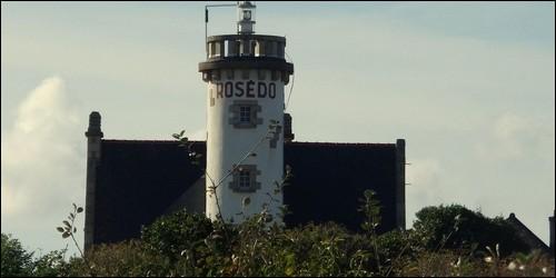 Où se situe le phare du Rosédo ?