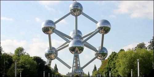 De quelle année date l'Atomium, bâti à l'occasion d'une exposition universelle ?