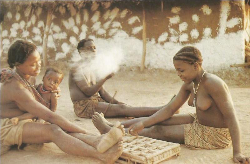 Quel est ce jeu à quatre rangées, spécifique des tribus du Sud et de l'Est de l'Afrique ?