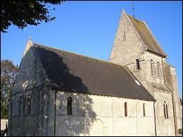 Nous sommes devant l'église Notre-Dame-de-la-Nativité de Putot-en-Bessin. Ancienne commune Calvadosienne, elle se trouve en région ...