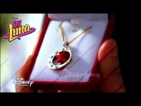 Qui offre ce pendentif à Luna pour son anniversaire ?