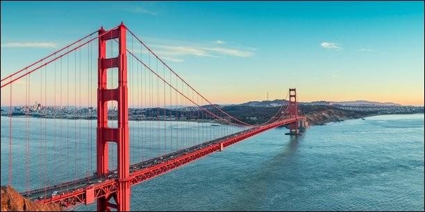 """""""La Californie est une frontière Entre mer et terre le désert et la vie La Californie La Californie..."""" : qui chante ?"""