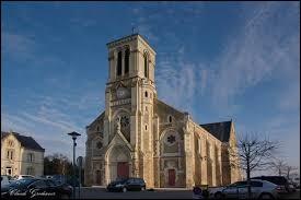 Notre balade commence devant l'église du Sacré-Cœur de Bazoges-en-Pailliers. Commune Vendéenne, elle se situe en région ...