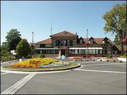 Nous sommes en Île-de-France, à Éragny-sur-Oise. Ville de l'agglomération de Cergy-Pontoise, elle se situe dans le département ...