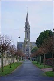 Vous avez sur cette image l'église Saint-Nicolas-et-Saint-Guillaume de Hénanbihen. Commune Costarmoricaine, elle se trouve en région ...