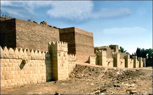 Quel pays a connu de nombreux pillages de sites archéologiques à Ninive, Kalkhu, Nippur et Babylone vers l'an 2000 ?