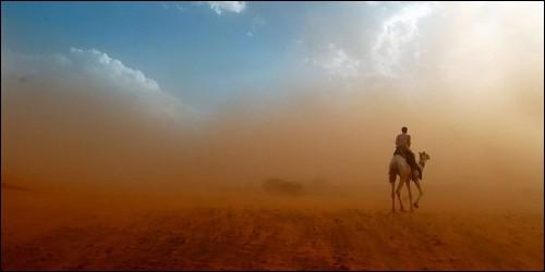 Quel vent sec, en provenance du Sahara, souffle sur l'Afrique de l'Ouest, entre la fin de novembre et le début de janvier ?