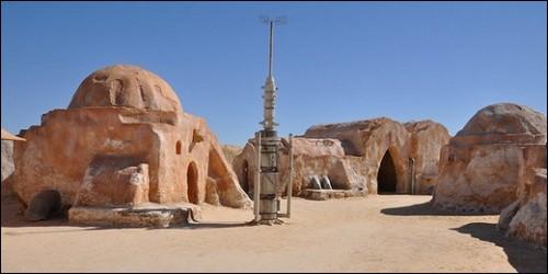 """Dans quel pays a-t-on aménagé les décors du film """"Star Wars"""" pour la planète Tatooine, d'où la famille Skywalker, est originaire ?"""