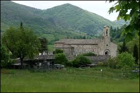 Nous terminons cette balade dans la Drôme, à Vesc. Nous sommes en région ...