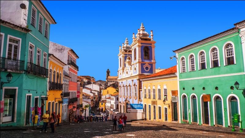Quel est le nom des habitants du Salvador, pays d'Amérique Centrale ?