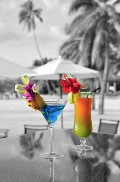 Quel alcool revêt traditionnellement la couleur bleue ?