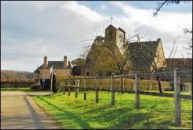 Nous sommes maintenant dans l'ancienne région Basse-Normandie, au Champ-de-la-Pierre. Petit village de 45 habitants, dans le parc naturel régional Normandie-Maine, il se situe dans le département ...
