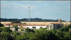 Nous partons en Nouvelle-Aquitaine, à Saint-Georges-de-Longuepierre. Commune de l'arrondissement de Saint-Jean-d'Angély, elle se trouve dans le département ...