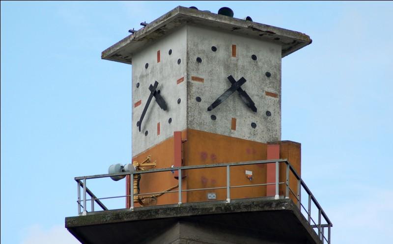 Quel est le nom de l'architecte de la gare de Dinan en Bretagne ?