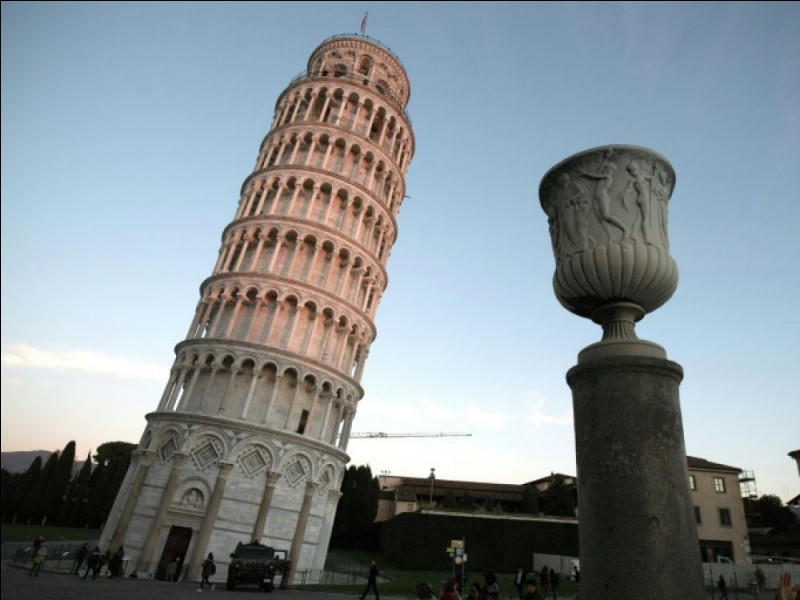 Dans quelle ville européenne peut-on voir cette célèbre tour ?
