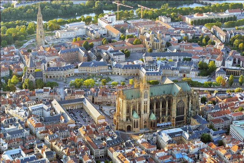 Quel est le chef-lieu du département de la Moselle (57) ?