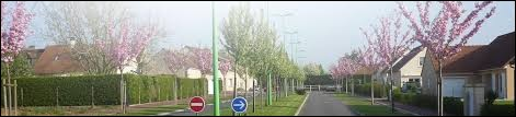 Notre balade dominicale commence dans les Pays-de-la-Loire, à Arçonnay. Village de l'agglomération d'Alençon, il se situe dans le département ...