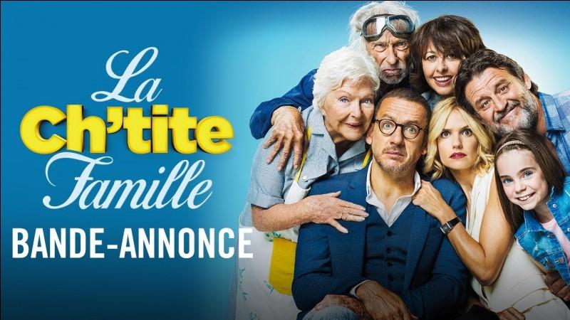 """Dans le film """"La ch'tite famille"""" que fait croire Valentin joué par Dany Boon à sa belle famille ?"""