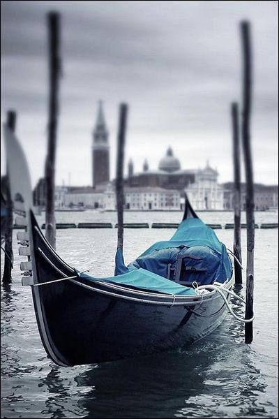 """Qui chantait """"Laisse les gondoles à Venise"""" ?"""