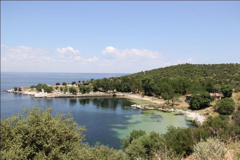 Quel détroit, situé en Turquie, relie la Méditerranée à la mer de Marmara ?