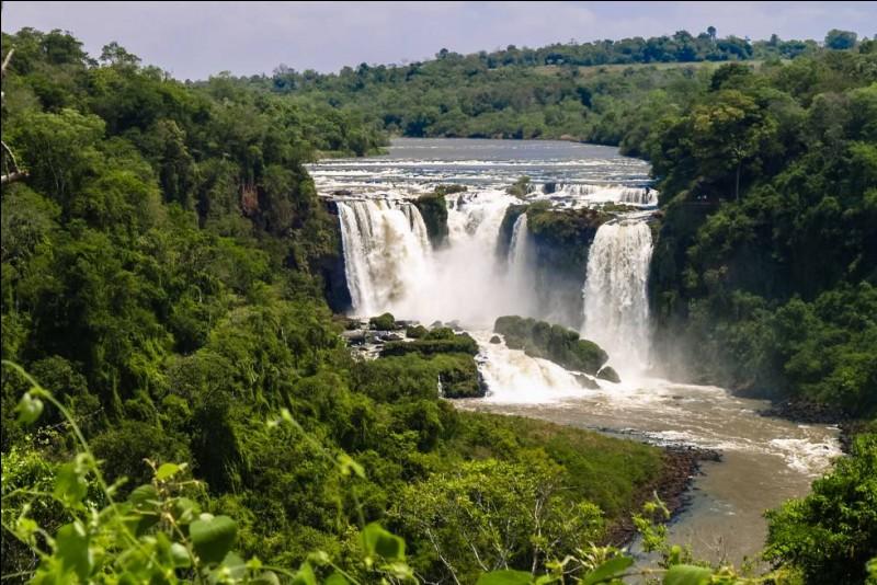 De quel pays sud-américain l'État du Paraná fait-il partie ?