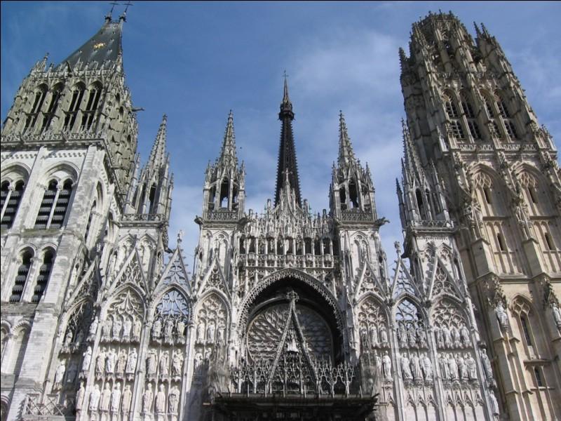Dans quelle commune se trouve la deuxième plus haute cathédrale de France, derrière celle de Rouen ?