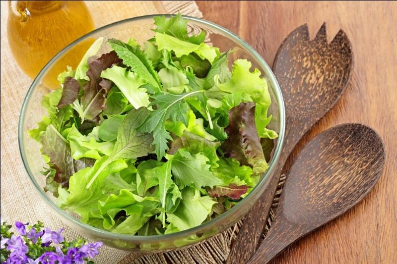 La petite salade verte vous sera servie avec une sauce...