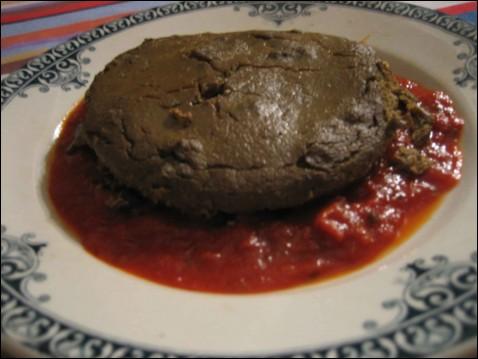 Quel est ce plat préparé dans un moule à soufflé, de plus en plus rarement truffé, et servi avec une sauce tomate ?