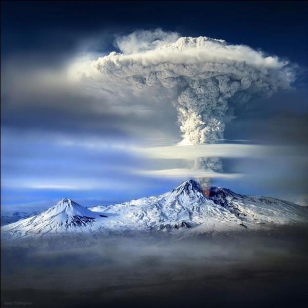 C'est en Turquie que vous aurez peut-être, un jour, la chance d'admirer ce volcan en éruption, quel est son nom ?