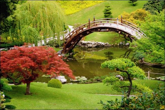 Un peu moins loin, dans quelle ville italienne flânerez-vous dans les jardins de Boboli ?