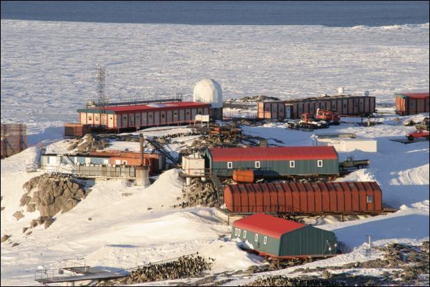 Mai 1842 : Qui a donné son nom à une base scientifique en Antarctique ?