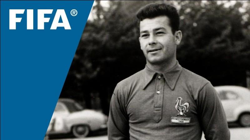 Un seul footballeur français a été élu meilleur buteur lors d'une Coupe du Monde. Il s'agit de Just Fontaine durant l'édition 1958 en Suède. Combien de buts avait-il marqués ?