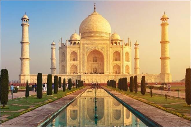 Sur cette photo, on peut voir le Taj Mahal en Inde.