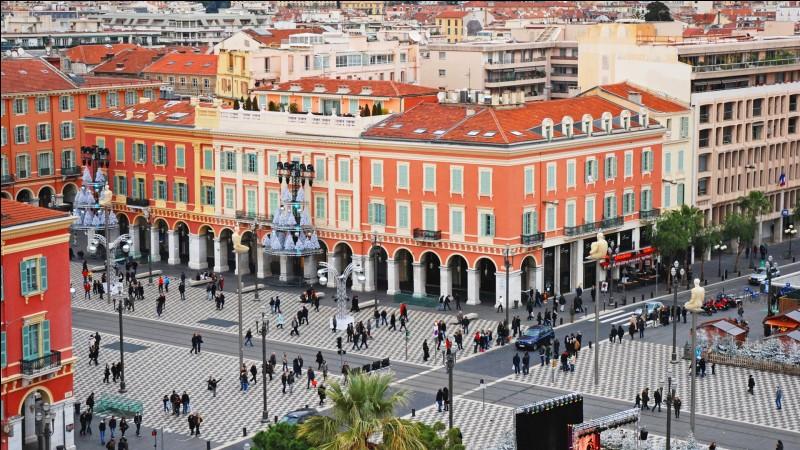 Sur cette photo, on peut voir la gare de Nice-ville.