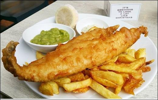 """N'ayant jamais encore """"crossé"""" le Chenal, il m'a été rapporté que l'on dégustait les """"fish & chips"""" avec une purée de petits pois... avec une sauce à la menthe ! Mais encore ?"""