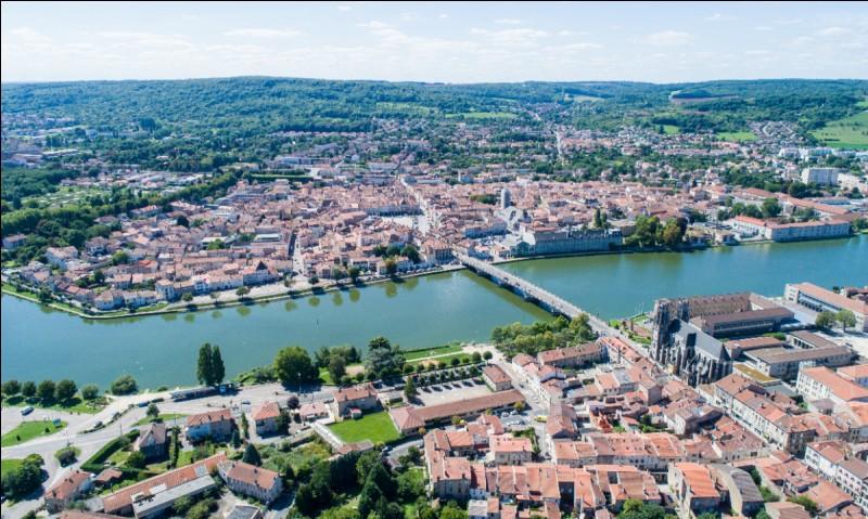 Cette ville de Lorraine, à mi-chemin entre Nancy et Metz, c'est ...
