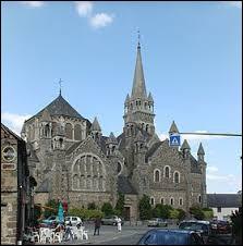 Nous terminons cette balade en Bretagne devant l'église de la Sainte-Trinité de Tinténiac. Ville de l'arrondissement de Saint-Malo, elle se situe dans le département ...