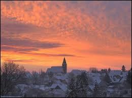 Retour dans le Grand-Est. Nous sommes à Eschentzwiller, ville de l'agglomération Mulhousienne située dans le département ...