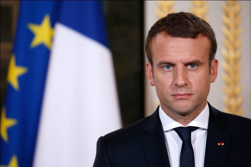 Le Président de la République française, Emmanuel Macron, a donné sa démission et quittera son poste dans quelques mois (avril 2019).