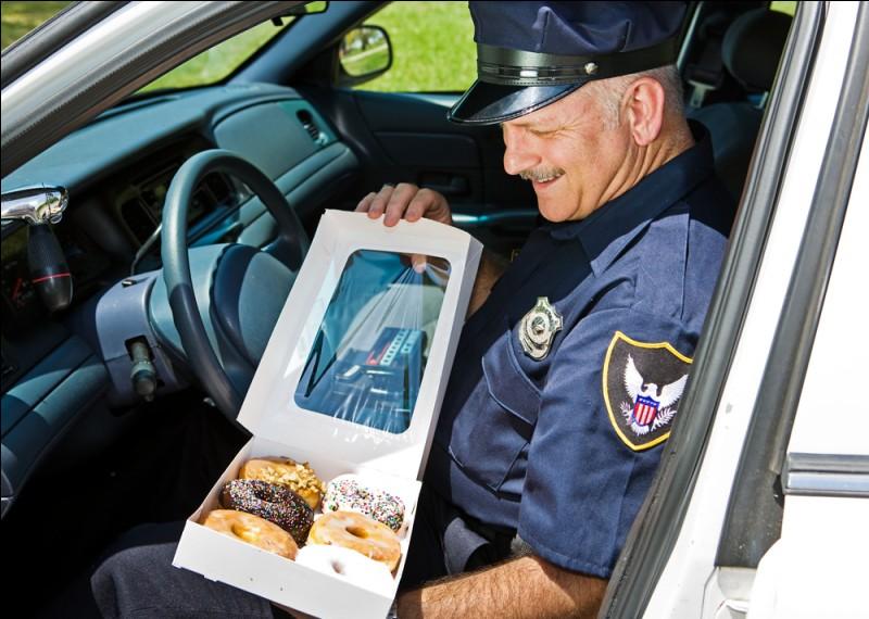 Si vous commettez une infraction sur la route et que la police vous contrôle, vous pouvez leur offrir des donuts pour éviter l'amende.