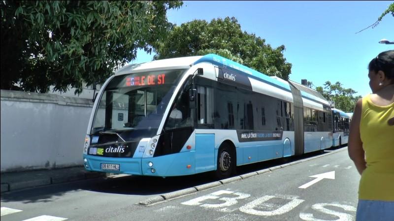 Un bus est un véhicule de transport de passagers sur de courts trajets qui peuvent se faire en position debout. Dans la majorité des cas, les déplacements s'effectuent en ville.