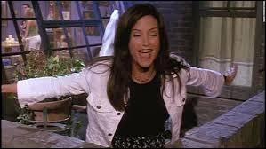 Comment s'appelle l'actrice qui joue le rôle de Monica dans la série Friends ?