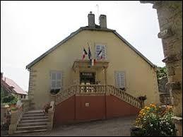 Commune de Bourgogne-Franche-Comté, dans la banlieue de Lons-le-Saunier, Courbouzon se situe dans le département ...