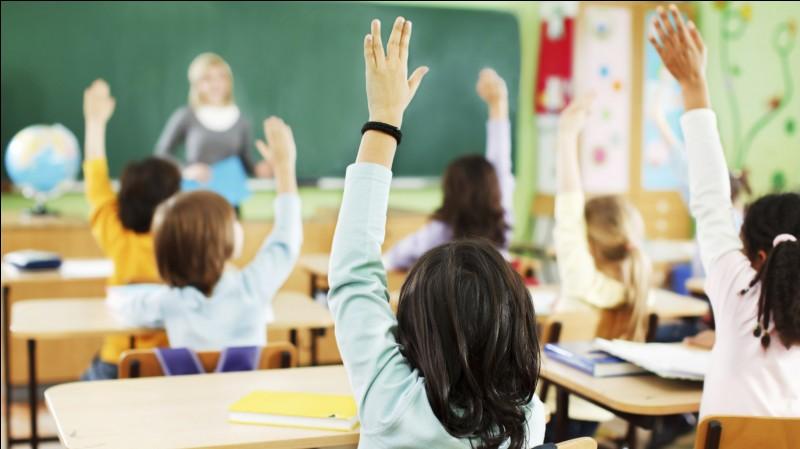 Si un jour, tu es en classe, une personne fait une blague et tu ris très fort puis la prof te met un mot dans le carnet, que fais-tu ?